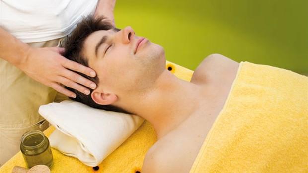 Moški, ki uživa v masaži (foto: Shutterstock.com)