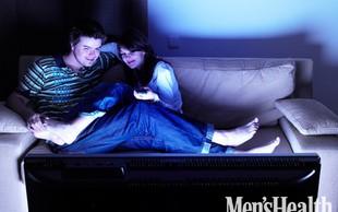 Skupaj glejta erotične filme