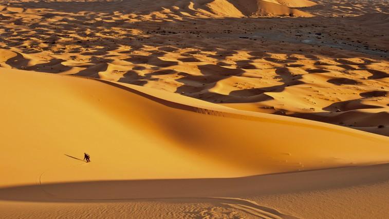 S kamelami pojdite med sipinami, na najvišji pa počakajte sončni zahod.