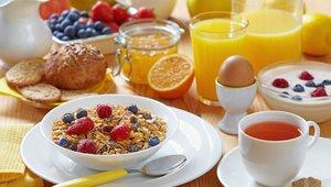 Izogibajte se mastnim jedem, ki upočasnjujejo prebavo in vam jemljejo energijo.
