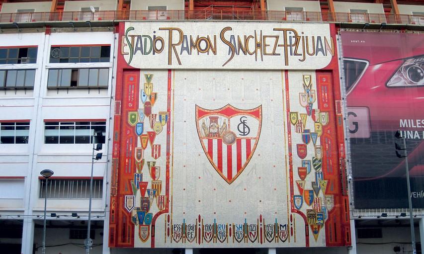 Veličasten vhod  na nogometnem stadiounu v Sevilli