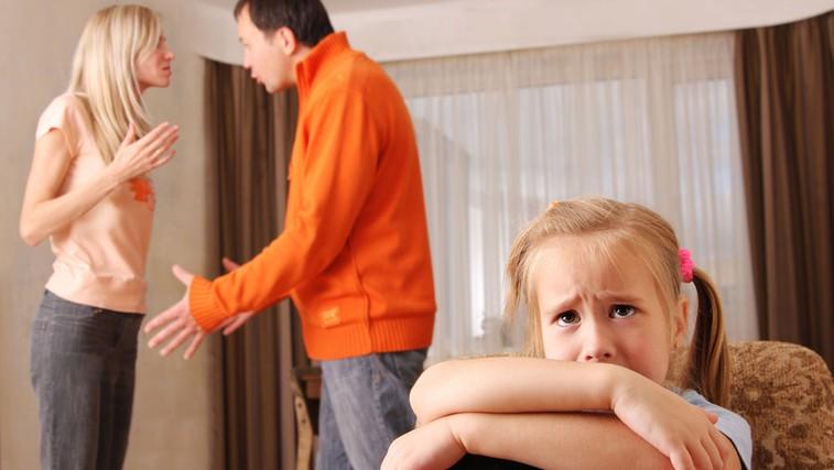 Otrok v vrtincu starševskega prepira (foto: Shutterstock.com)