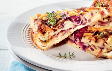 Francoski kolač z rdečo čebulo