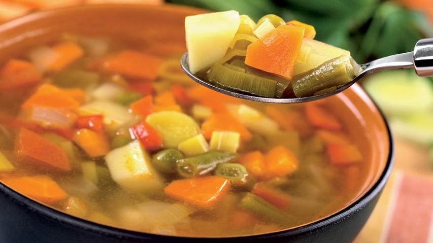Hitra dieta z zelenjavno juho