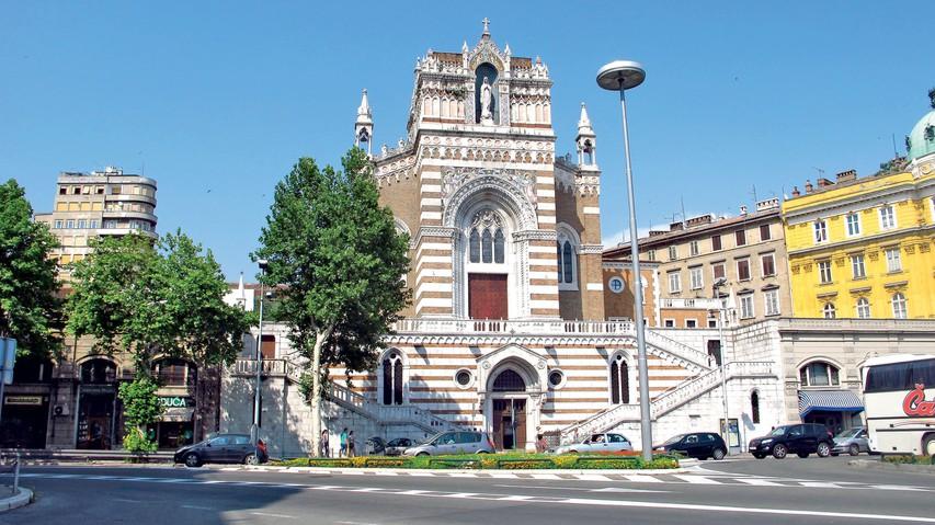 Kapucinska cerkev Marije Lourdes