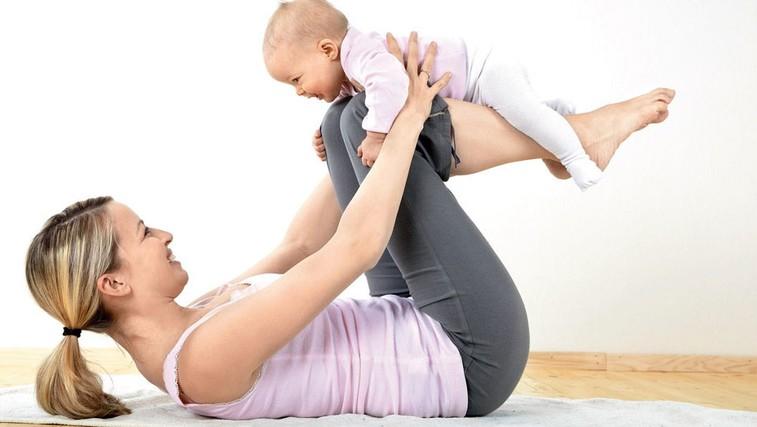 Vaje za mamice po porodu (foto: Shuttertock, arhiv Peti element pilates studio)