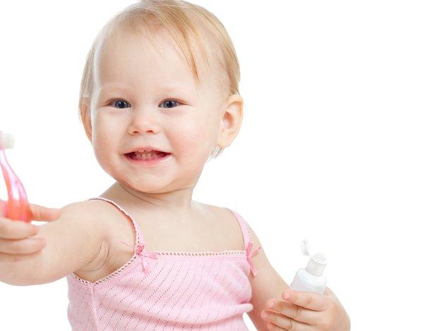 Triki, s katerimi otroke in najstnike pripravite do umivanja zob - Foto: Shutterstock.com