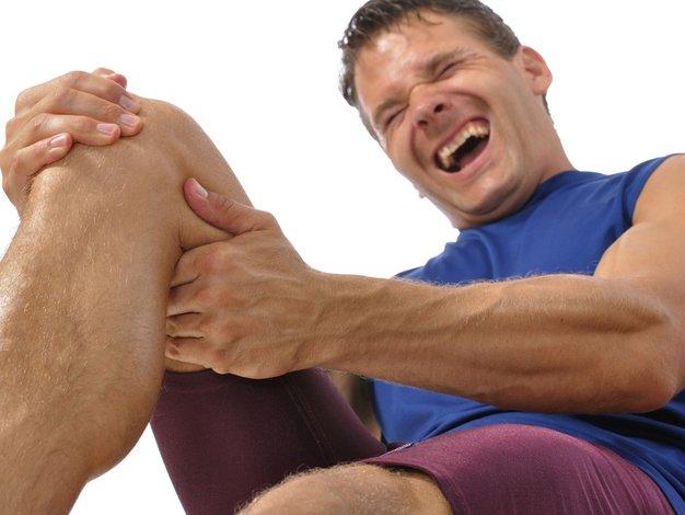 Če je bolečina huda in trajno prisotna, čim prej obiščite zdravnika. - Foto: Shutterstock.com