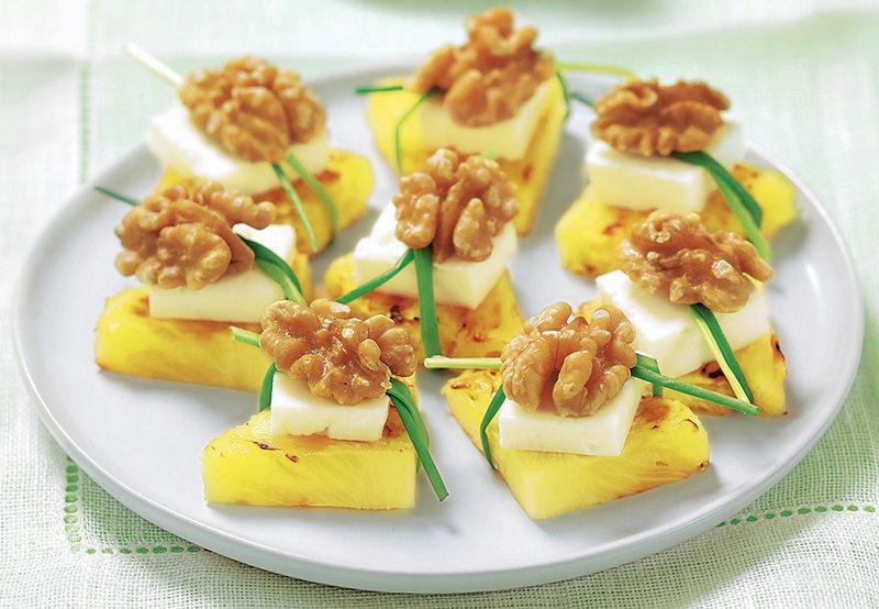 Grižljaji z ananasom, feto in orehi