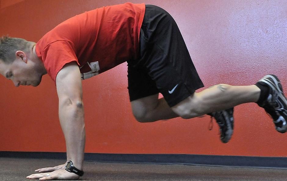Vojaški poskoki - trening za celotno telo (foto: Profimedia)