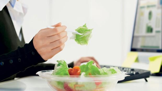 Zdrava prehrana v službi (foto: Shutterstock.com)