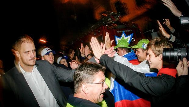 Foto: Veličasten sprejem slovenskih košarkarjev na Kongresnem trgu (foto: Aleš Pavletič)