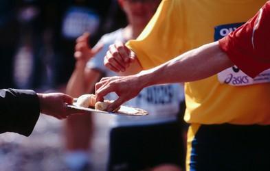 Video: Optimiziranje prehrane pred, med in po maratonu