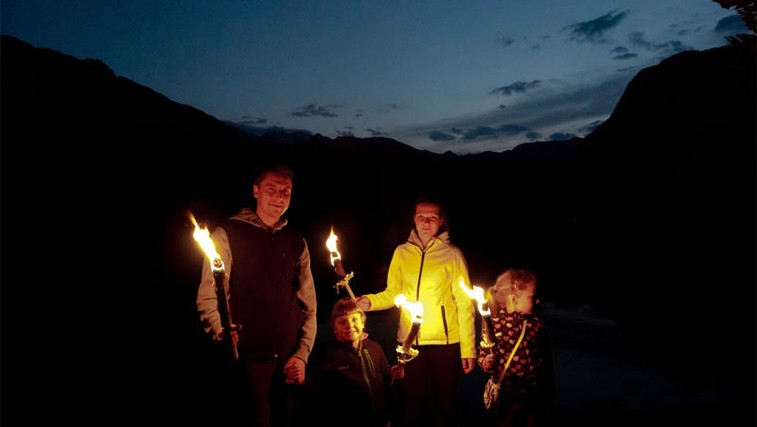Nočni kanu izlet in pohod z baklami okoli Bohinjskega jezera (foto: www.bohinj.si)
