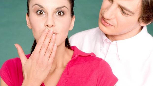 Izkazovanje pozornosti na nematerijalen način (foto: profimedia)