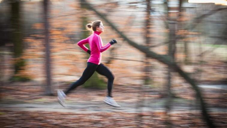 Ali  med vadbo pri nižjih temperaturah v resnici porabimo več kalorij? (foto: Profimedia)