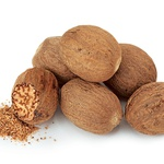 Muškatni orešek zdravi krče v želodcu in črevesju, pomaga pri revmi in poleg tega skrbi za dobro prekrvavitev. (foto: Fotolia.de)