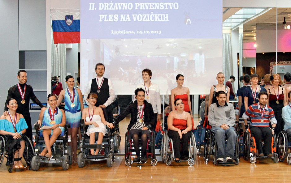 Na državnem prvenstvu v plesu z vozički ni manjkalo energije (foto: Helena Kremelj)