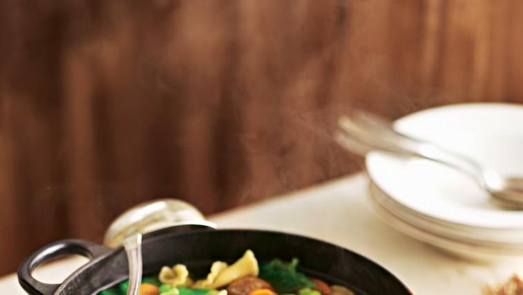 Zelenjavna juha z mesnimi cmočki (foto: foodstock photo)