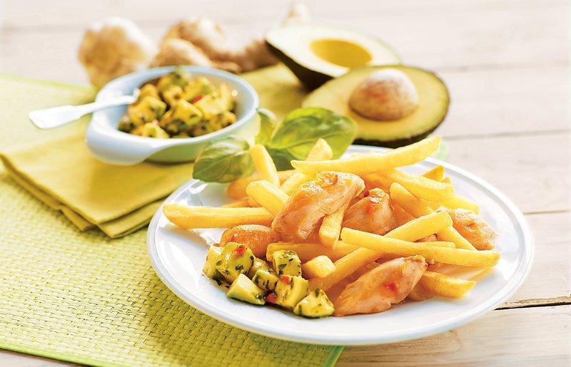 Ocvrt krompirček z nageci in avokadovo salso