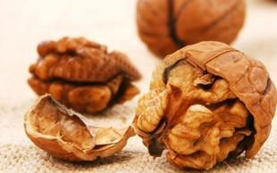 Uživanje orehov pred obrokom zniža raven lakote