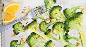Recept: Pečen brokoli s česnom in pomarančnim sokom