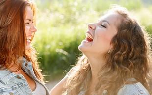 Smeh in humor nas povezujeta