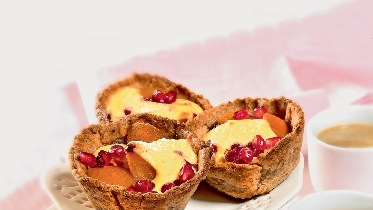 Popečene polnozrnate košarice s skutno kremo in sadjem (foto: revija čarovnija okusa)