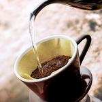 Zavestno uživanje:  Privoščite si skodelico dobre kave in uživajte v čudovitem vonju. Začutite, kako dobro se imate, in bodite hvaležni. (foto: Revija Lisa)