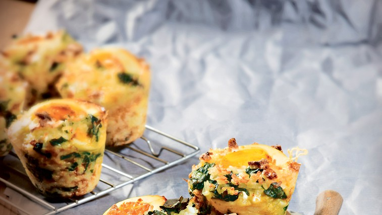 Riževi mafini s špinačo in trdo kuhanim jajcem (foto: revija čarovnija okusa)
