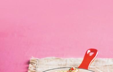 Špageti z orehi, sirom in paradižniki