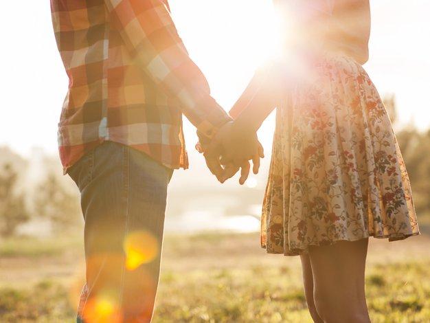 So pomladne romance posledica romantizacije pomladi ali hormonov? - Foto: Shutterstock.com