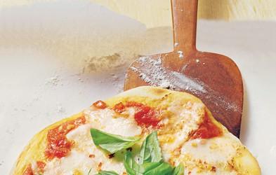 Pica Margherita: Hrustljavo testo s paradižniki in sirom
