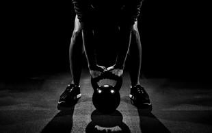 Kettlebell lifting: Veslanje in TGU za močna ramena in hrbet