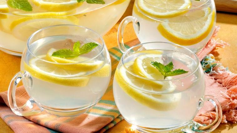 6 razlogov, zakaj je dan dobro začeti s toplo limonado (foto: Profimedia)
