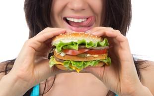 Zakaj pred menstruacijo tako radi posegate po nezdravi hrani
