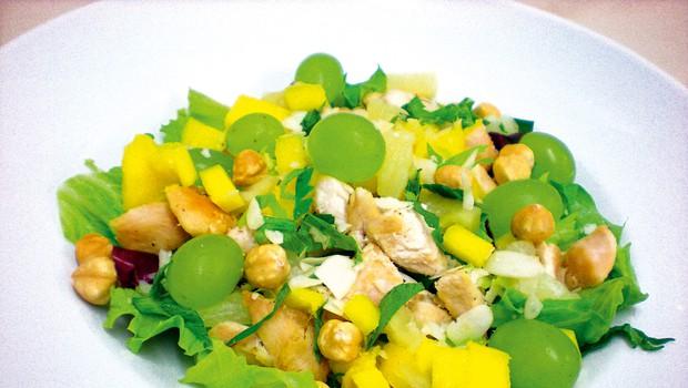 Recept: Eksotična solata s piščancem