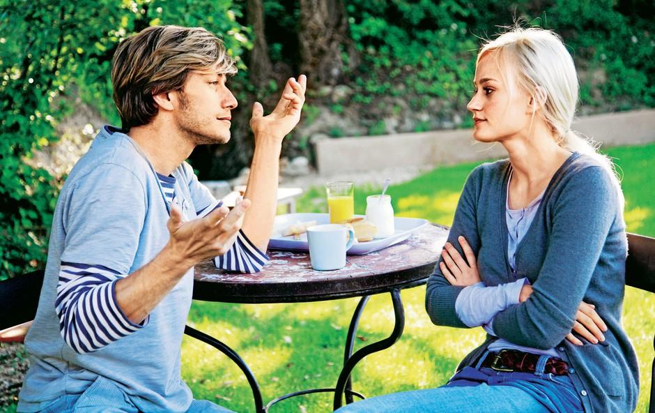Kaj o sogovorniku razkriva govorica telesa? (foto: Revija Lisa)
