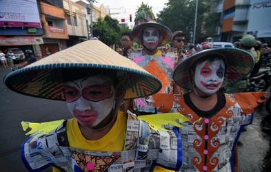 Foto: Batik Karneval v Indoneziji
