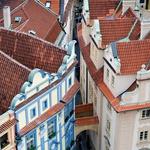 Ozke uličice, elegantne fasade – središče Prage je preprosto slikovito. (foto: fotolia)