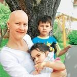 Mama Silvija skrbi za Moniko, kadar le lahko, a se močno trudi, da nikoli ne pozabi na svojega petletnika Nika. (foto: Revija Lisa)