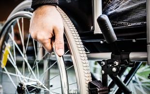 Še vedno več kot 40 % ljudi neupravičeno parkira na mestih za invalide