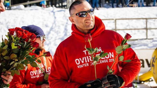 Foto: Oviratlonci zimsko zmago kronali z rdečimi vrtnicami