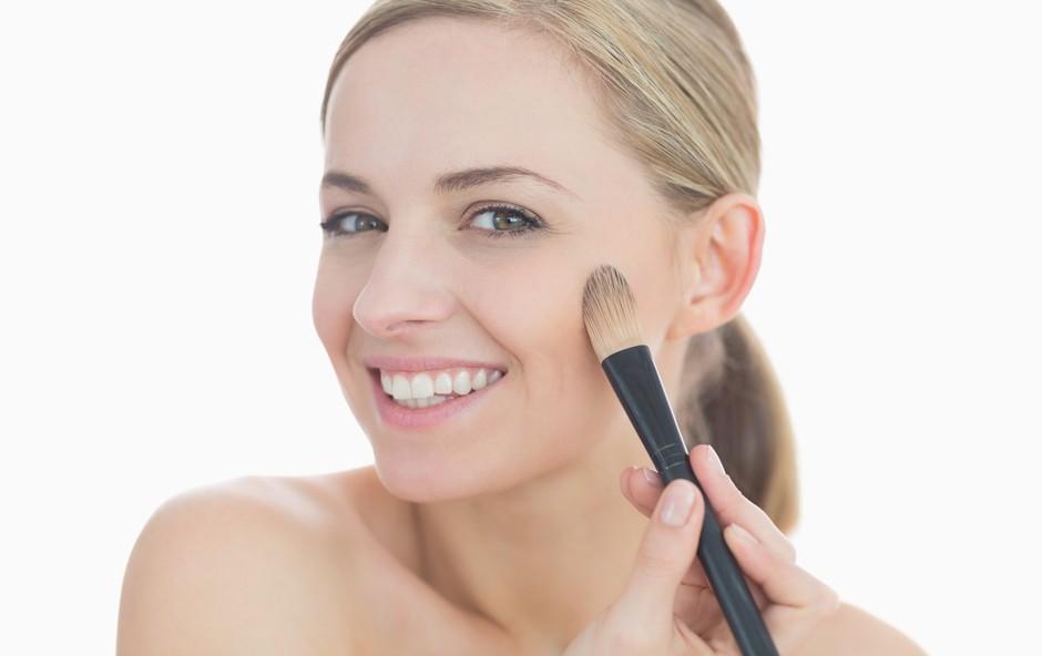 Puder - prekrije nepravilnosti in ščiti kožo (foto: profimedia)