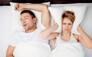 Smrčanje: Zdravniški nasveti, ki vam bodo pomagali k mirnejšemu spancu