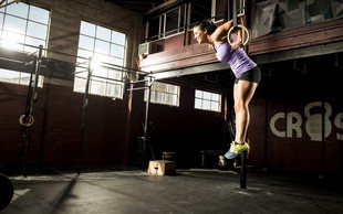 Dejstva in zmote o ženskem telesu in treningu za moč