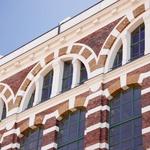 Opečna fasada nekdanjih tovarn preje, ki so največji evropski historični industrijski spomenik. (foto: Revija Moje stanovanje)