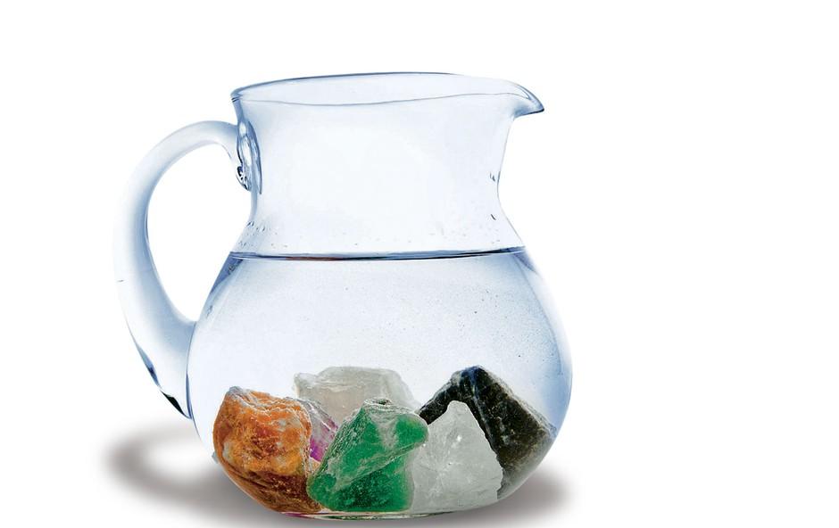 Pijte vodo s kamni in kristali - za zdravje, vitkost in lepoto (foto: Revija Lisa)