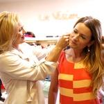 Lastnica modnega butika La Vision Vesna Hostnik je poskrbela tudi za primerne modne dodatke. (foto: Helena Kermelj)