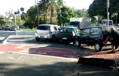 Kaj lahko naredite, če nekdo nespametno parkira avtomobil na kolesarski stezi